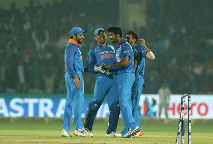India beat New Zealand by 6 runs to clinch odi series 2-1