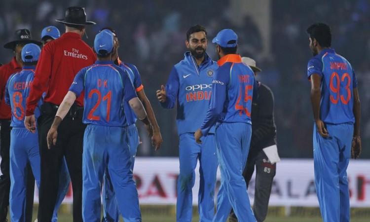 India beat New Zealand by six runs, clinch ODI series