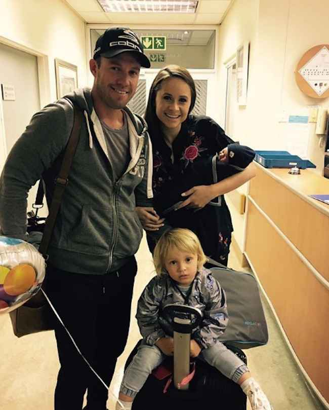AB DeVilliers With His Wife And Son Images in Hindi