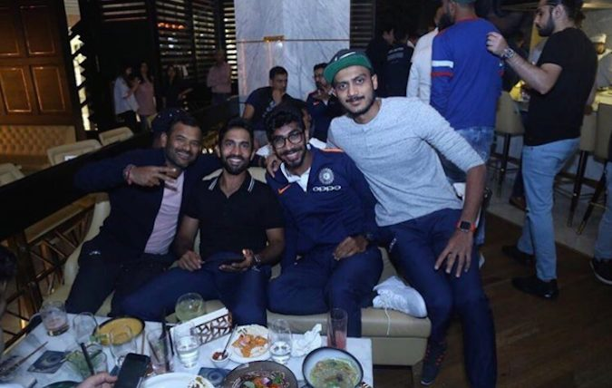 Akshar Patel Jaspreet Bumrah Dinesh Karthik Images in Hindi