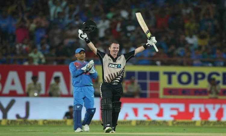 Colin Munro propells New Zealand to big total