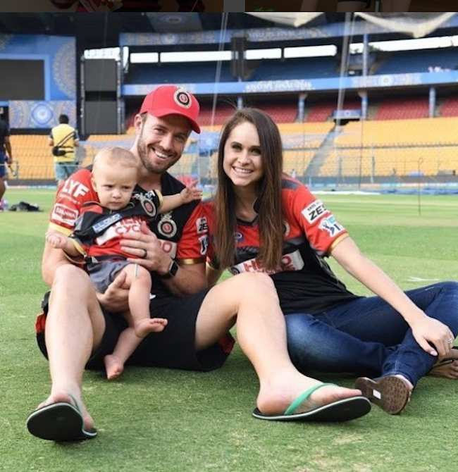 DeVilliers With His Family Images