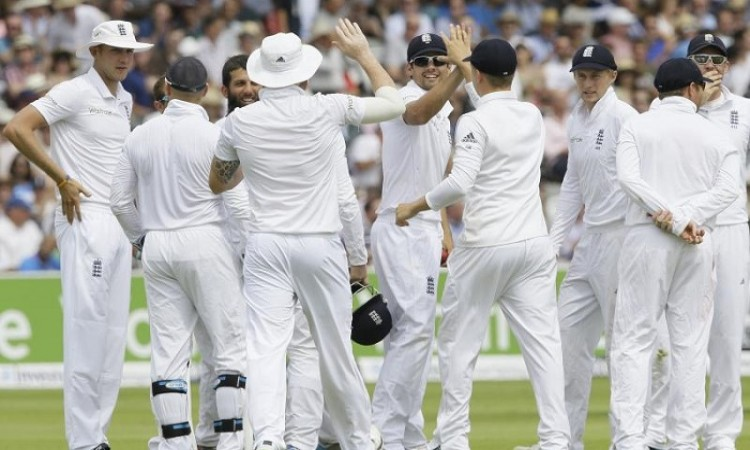 Steven Finn ruled out of Ashes with knee injury