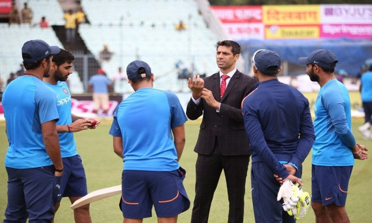 Nehra's field day with Indian cricket team players