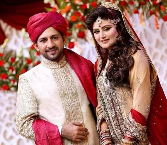 Sarfraz Ahmed With His Wife Images