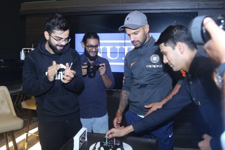 Virat Kohli At His Restaurent In Delhi Images in Hindi