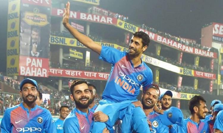 shikhar dhawan and virat kohli lift ashish nehra on shoulders