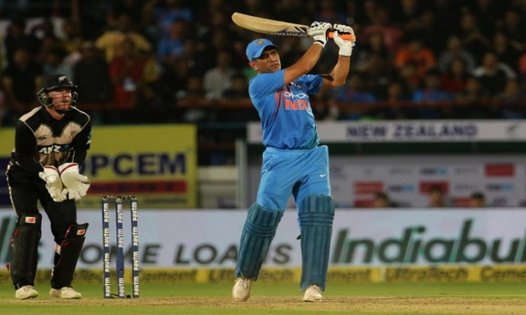 MS Dhoni should realise his role in Indian team says Virender Sehwag