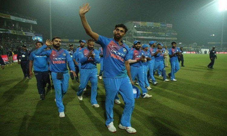 Bollywood celebs wish Ashish Nehra the best for future