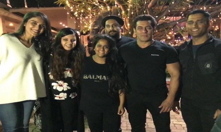 MS Dhoni Drops In at Salman Khan's Birthday Party