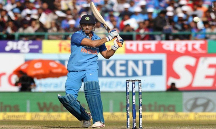 MS Dhoni completes 16000 runs in International cricket