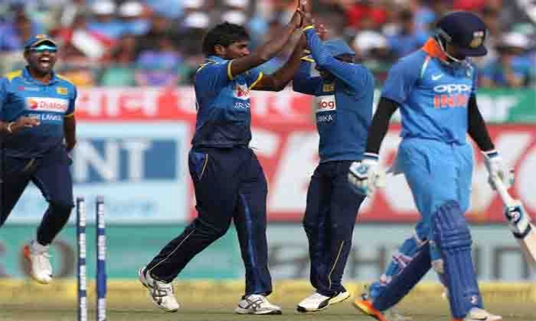 Upul Tharanga guides SL to 7-wicket victory over India in 1st ODI Images