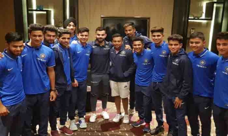 Virat Kohli meets India U-19 boys Images