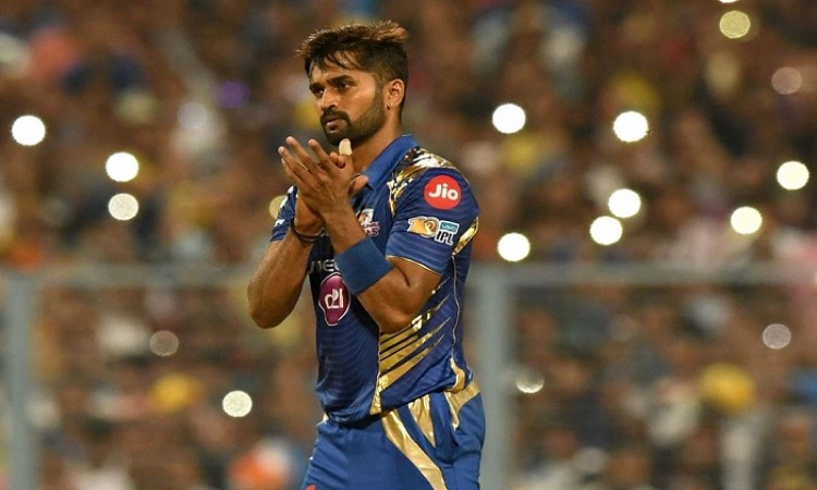 Vinay Kumar Runs Through Mumbai Line Up With A Hat Trick