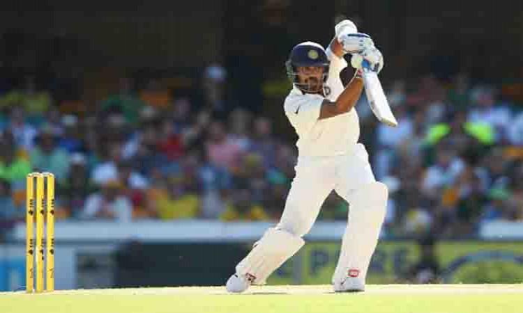 Murali Vijay practises with tennis balls ahead of Kotla Test Images