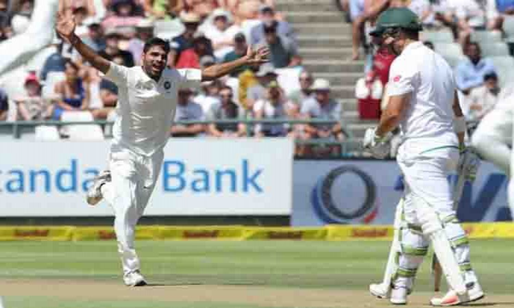 Images for South Africa crawl to 107/3 at lunch on Day 1