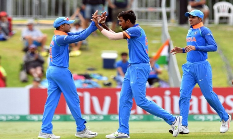 India restrict Australia to 216 in ICC U-19 Cricket World Cup Final Images
