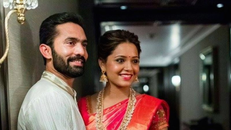 Dinesh Karthik With His Wife Dipika Pallikal Images in Hindi