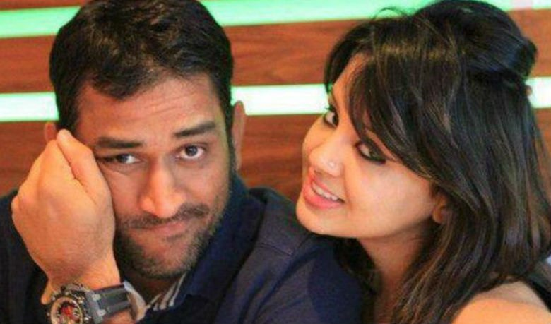 MS Dhoni With His Wife Sakshi Images
