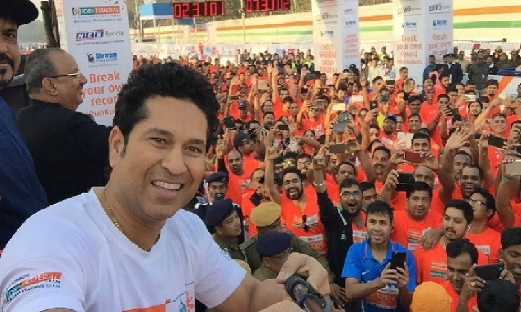 Sachin Tendulkar centre of attraction at Kolkata marathon Images