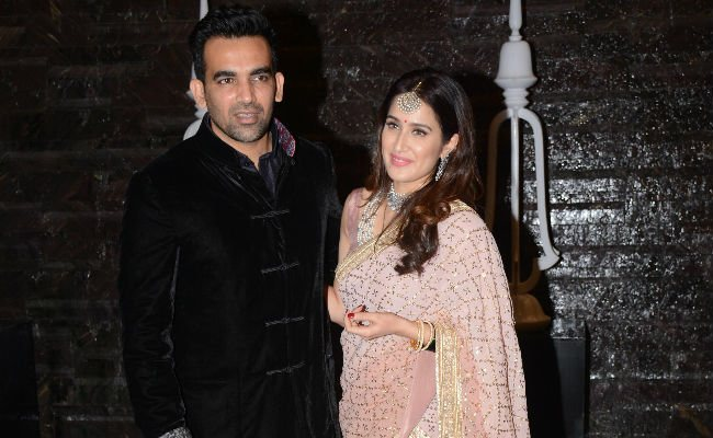 Zaheer Khan With His Wife Sagarika Ghatge Images in Hindi