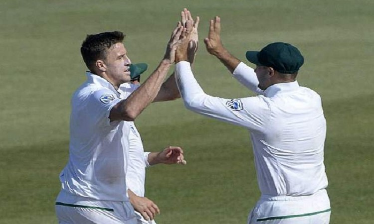 South Africa thrashes Australia in 3rd Test Images