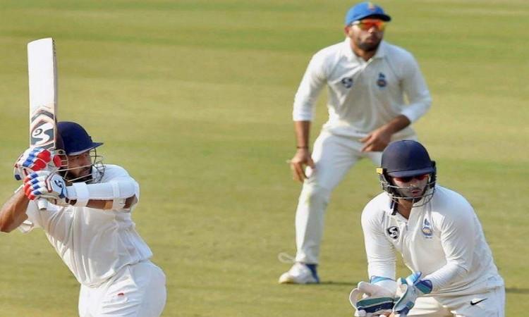 Wasim Jaffer double ton puts Vidarbha intop position Images
