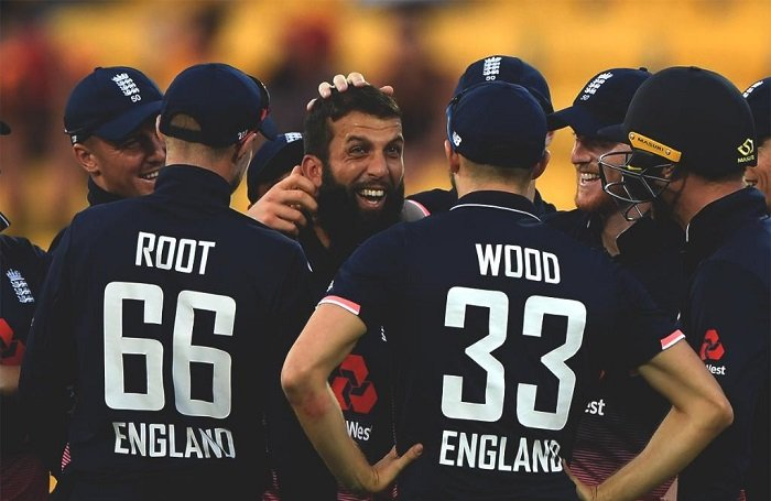 england beat New Zealand by 4 runs in third ODI to take 2-1 lead