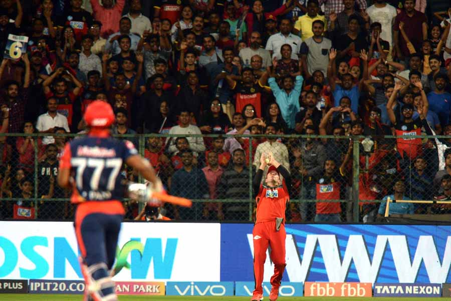 AB De Villiers Takes Rishabh Pants Catch During An IPL 2018 Match Images