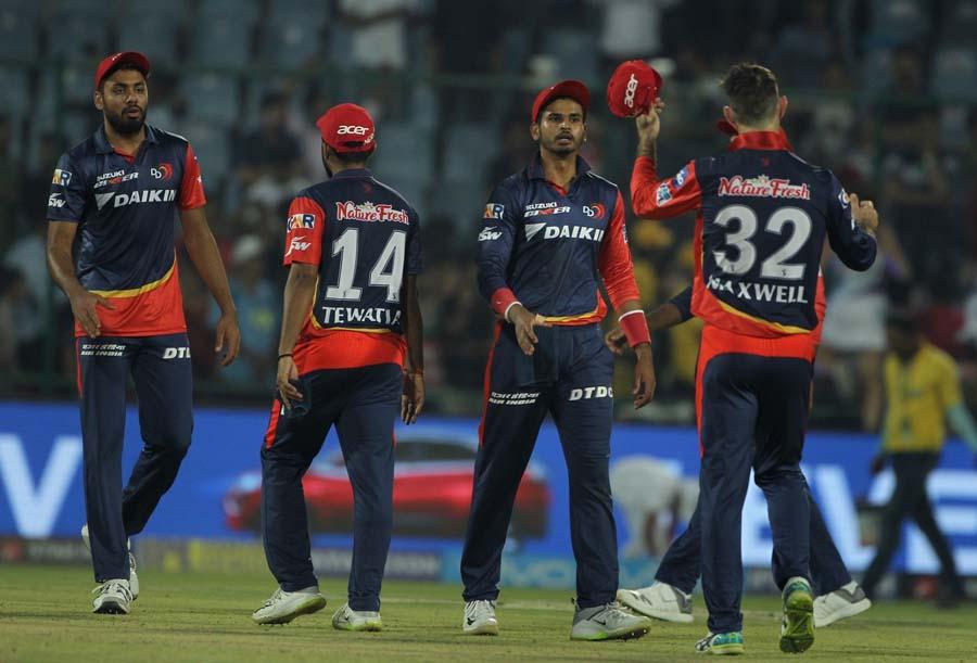 आईपीएल 2018 जीतने के बाद दिल्ली डेयरडेविल्स मनाते हुये फोटो