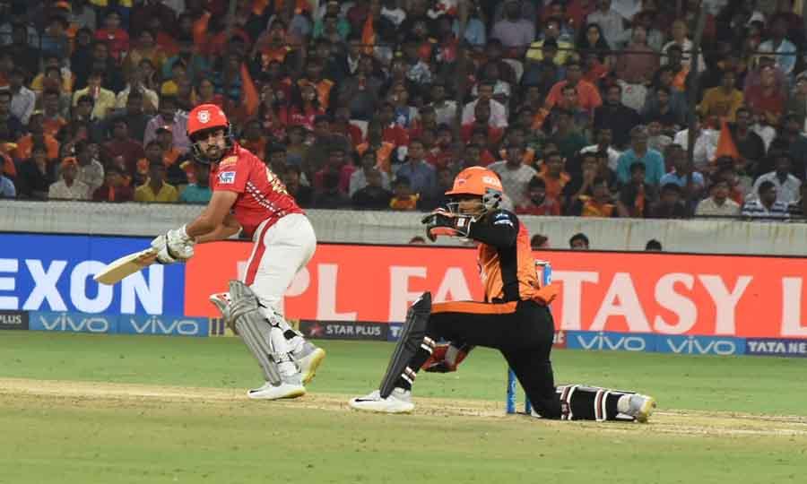 आईपीएल 2018 मैच के दौरान किंग्स इलेवन पंजाब के करण नायर क्रिया फोटो