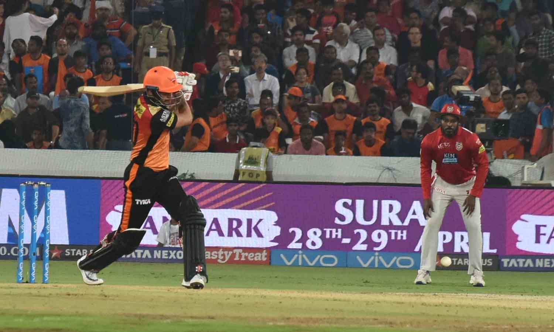 आईपीएल 2018 मैच के दौरान एक्शन में सनराइजर्स हैदराबाद के मनीष पांडे फोटो