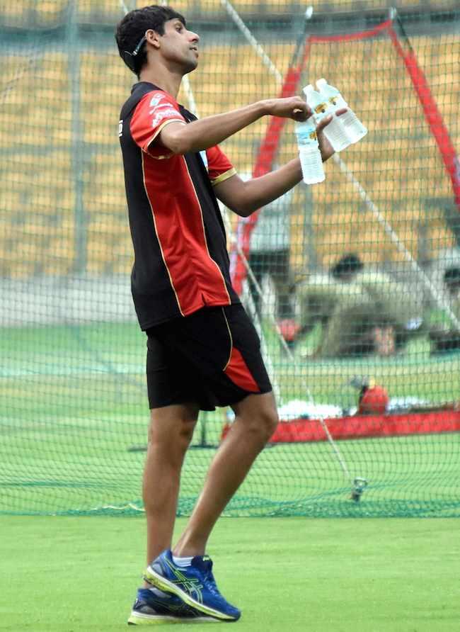 RCB Bowling Coach Ashish Nehra Images in Hindi