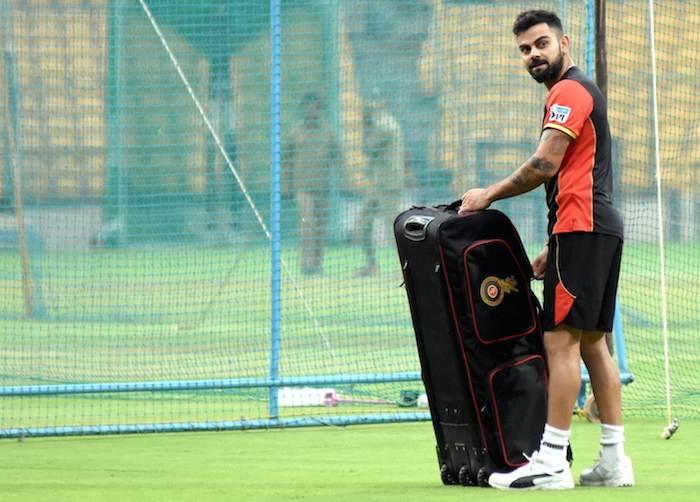 आरसीबी कप्तान विराट कोहली फोटो