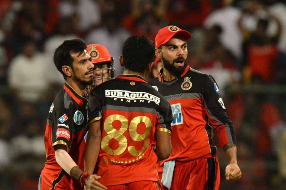Royal Challengers Bangalore Players Celebrate Fall Of Robin Uthappas Wicket During An IPL 2018 Image