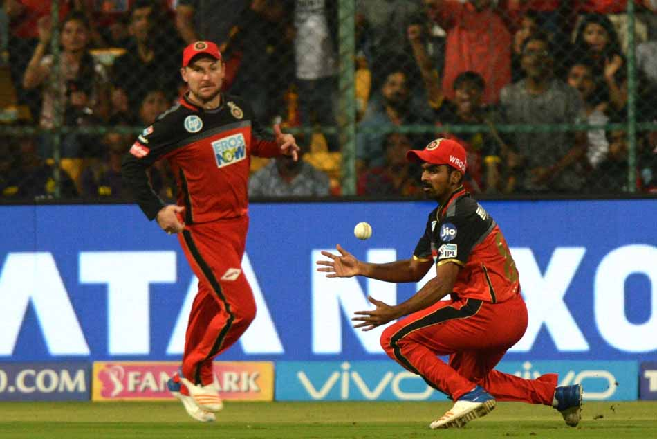 Royal Challengers Bangalores Murugan Ashwin Drops Chris Lynns Catch During An IPL 2018 Match Images