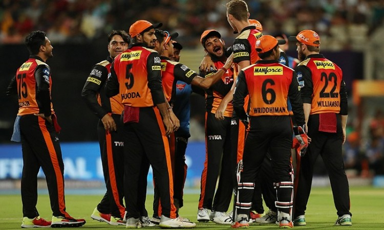 Sunrisers Hyderabad consolidate top spot with third win