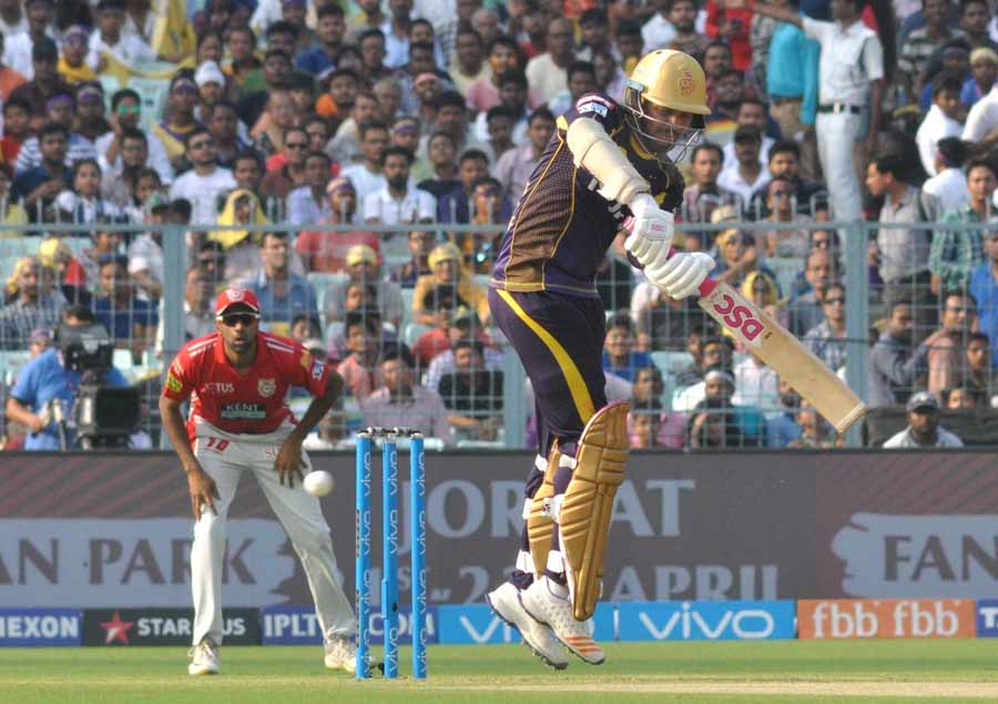 Sunil Narine Of Kolkata Knight Riders In Action During An IPL 2018 Match Images in Hindi