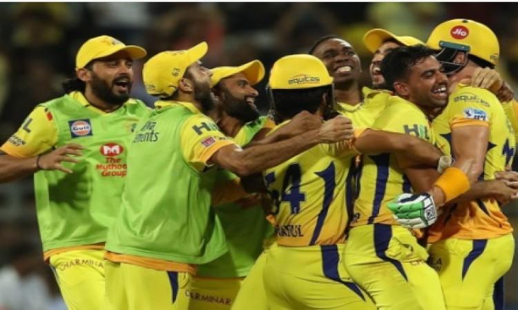SRH के खिलाफ रोमांचक जीत के बाद सुरेश रैना ने इस तरह से धोनी के साथ मनाया जश्न Images