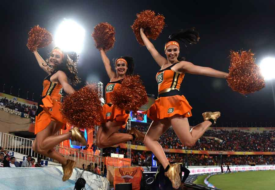 Cheerleaders Perform During An IPL 2018 Match Between SH Vs RCB Images in Hindi