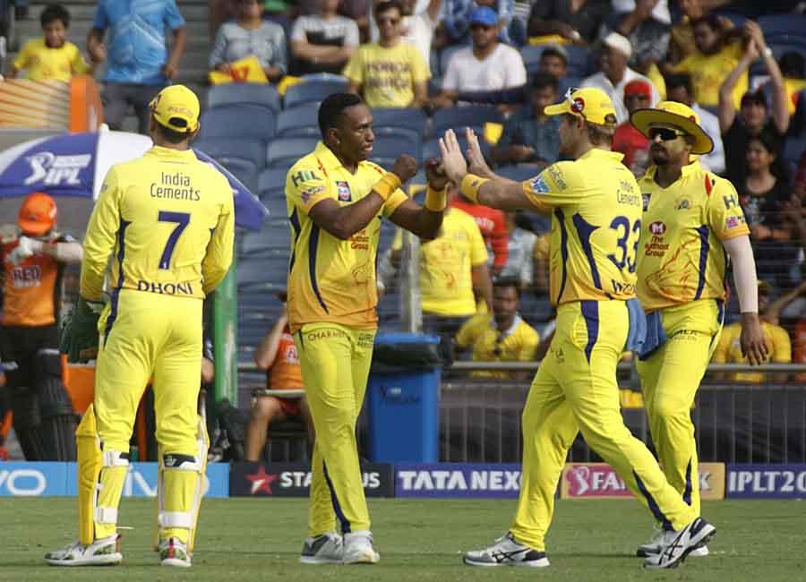 Chennai Super Kings Dwayne Bravo Celebrates Fall Of Shikhar Dhawans Wicket During An IPL 2018 Images in Hindi