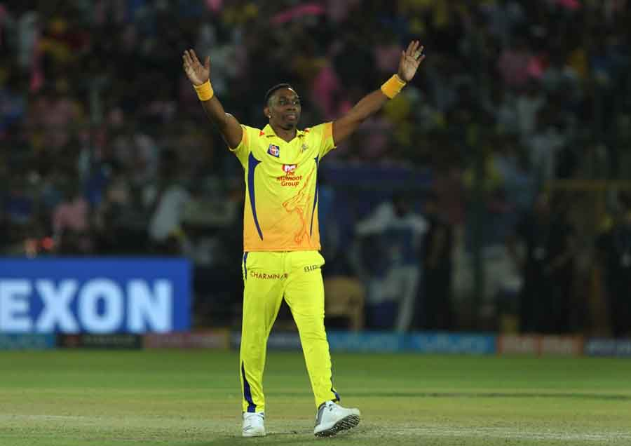 Chennai Super Kings Dwayne Bravo Celebrates Fall Of Stuart Binnys Wicket During An IPL 2018 Images in Hindi