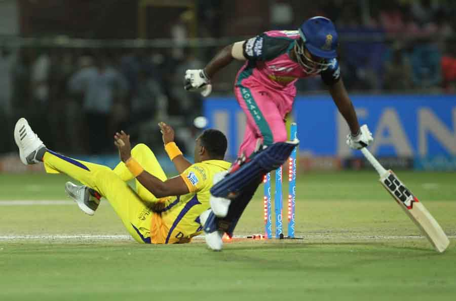 Chennai Super Kings Dwayne Bravo Dismisses Sanju Samson During An IPL 2018 Images in Hindi