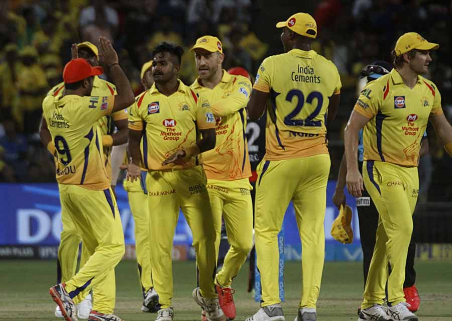 Chennai Super Kings KM Asif Celebrates Fall Of Prithvi Shaws Wicket During An IPL 2018 Images in Hindi