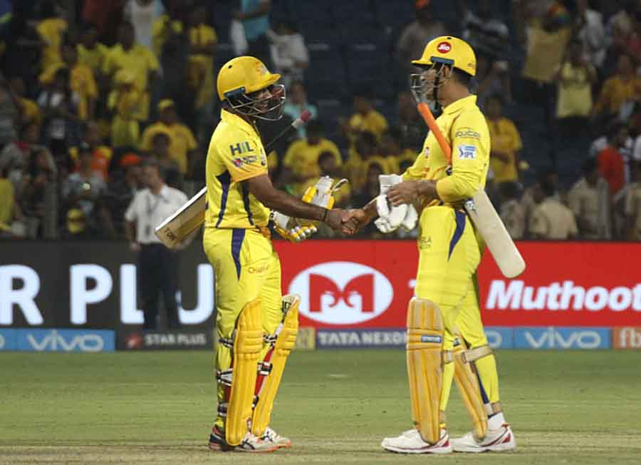 Chennai Super Kings MS Dhoni And Ambati Rayudu Celebrate A After Winning An IPL 2018 Images in Hindi