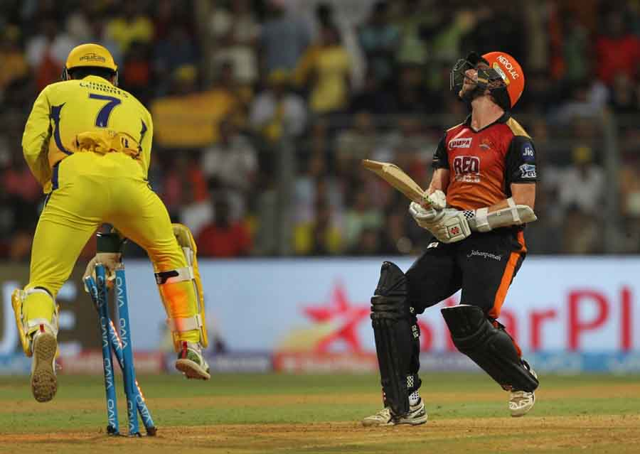 Chennai Super Kingss MS Dhoni Dismisses Kane Williamson During The Final Match Of IPL 2018 Match Ima in Hindi