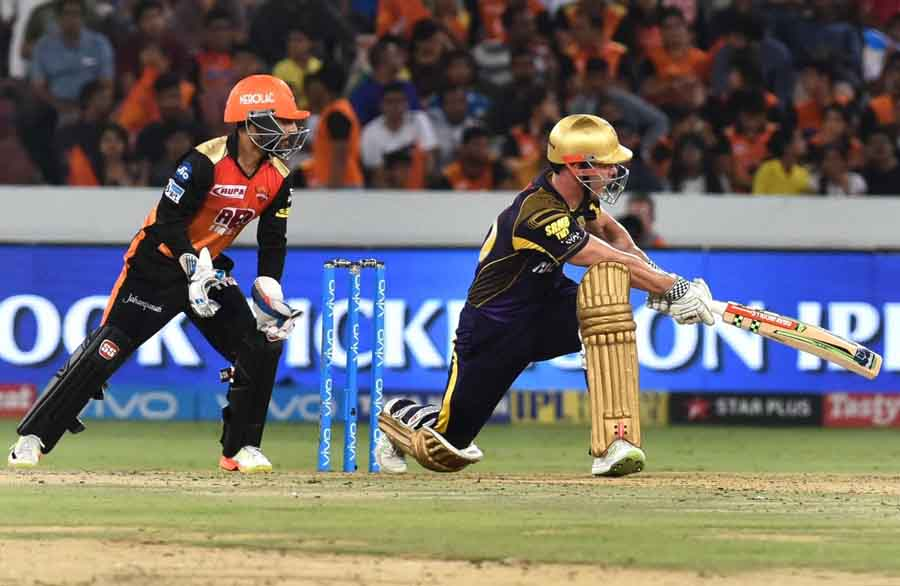Chis Linn Of Kolkata Knight Riders  During The 2018 Indian Premier League Images in Hindi