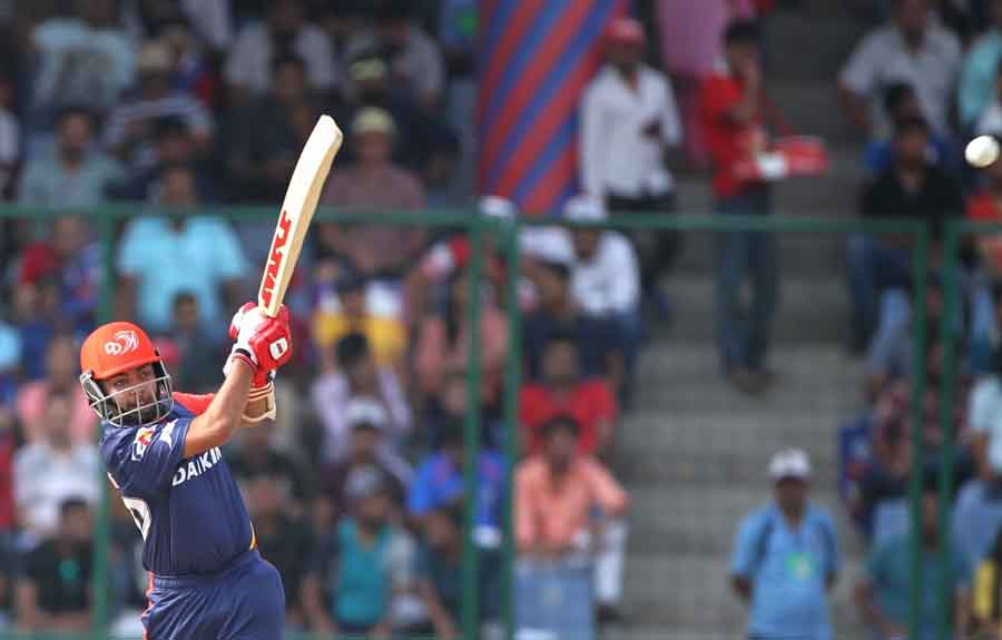 Delhi Daredevils Prithvi Shaw In Action During An IPL 2018 Match Images in Hindi