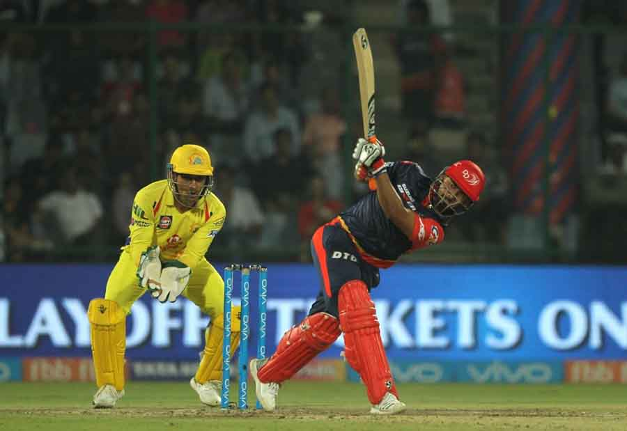 Delhi Daredevils Rishabh Pant In Action During An IPL 2018 Match Images in Hindi