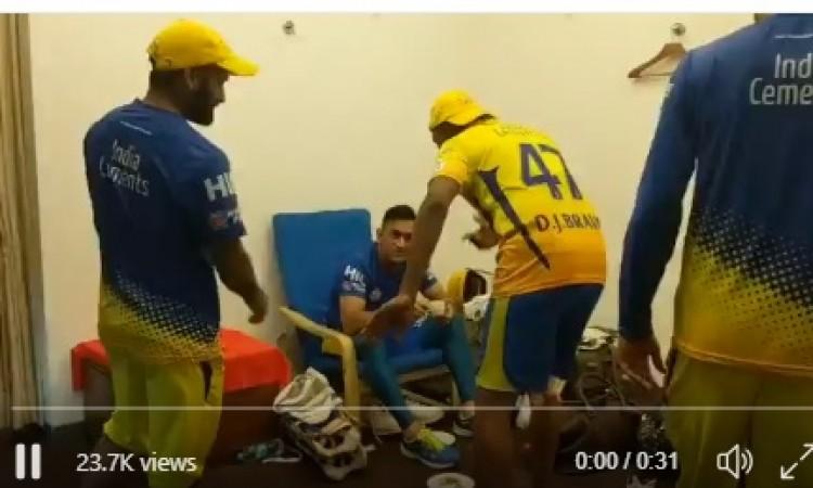 VIDEO चेन्नई के फाइनल में पहुंचने पर ड्वेन ब्रावो ने ऐसा कर धोनी का किया सम्मान, देखकर दंग रह जाएंगे